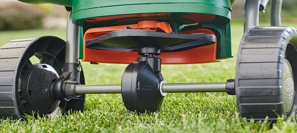 Things to Consider Before Buying Lawn Fertilizer Spreaders